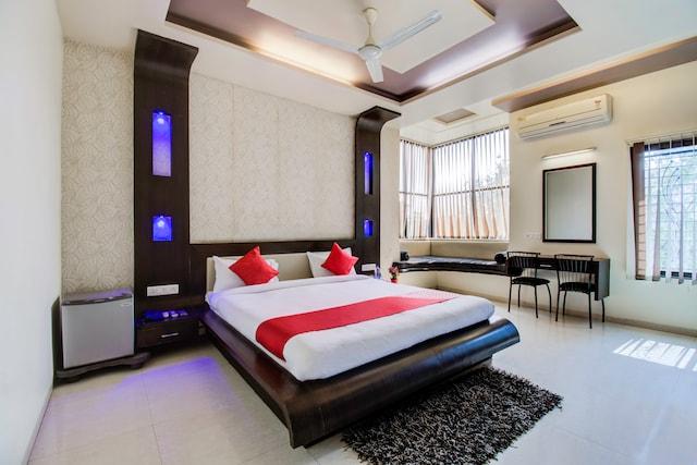 OYO 24838 Hotel Neelam Suite