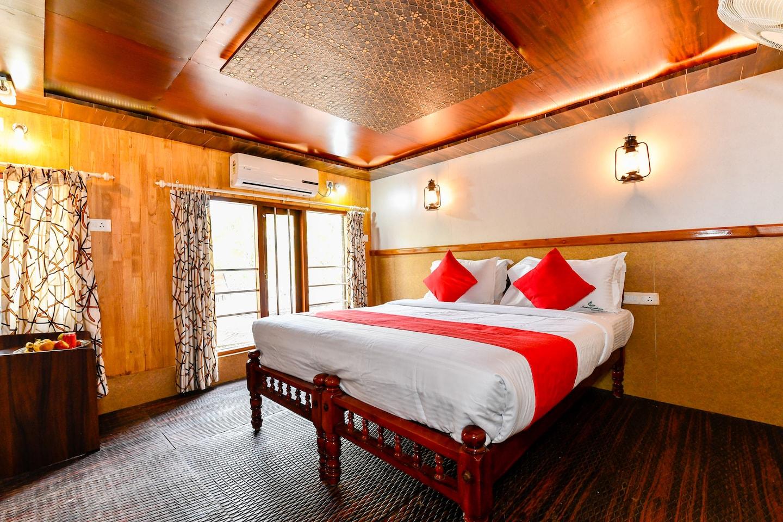 OYO 24920 Indraprastha Royal Castle Sharing Houseboat -1