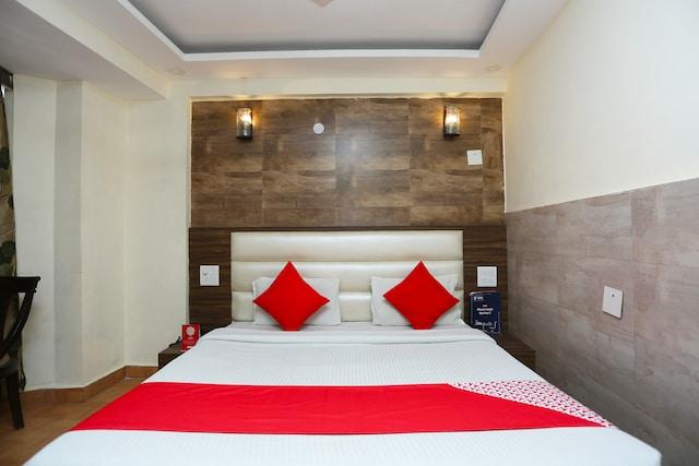 OYO 24954 Hotel Amrita Deluxe