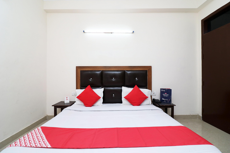 OYO 24958 Hotel Dayal