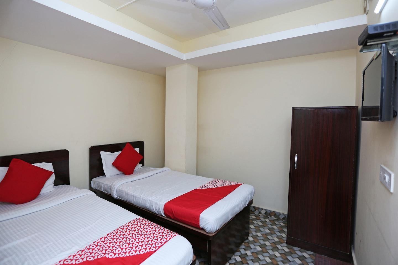 OYO 24970 HOTEL GALAXY INN -1