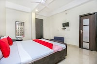 OYO 24978 Maryada Hotel