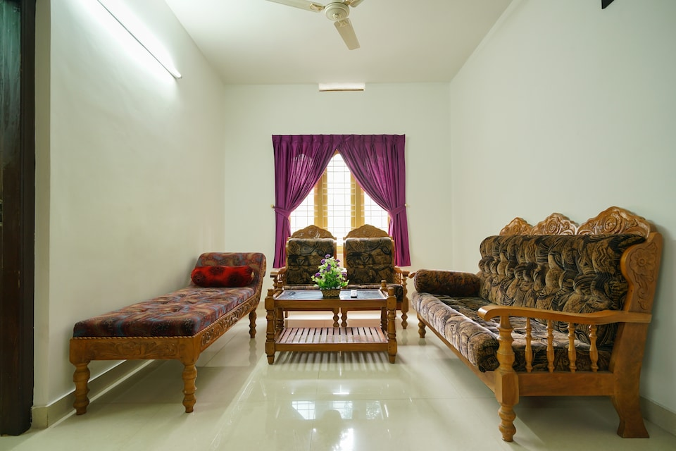 OYO Home 24990 Pleasing Stay