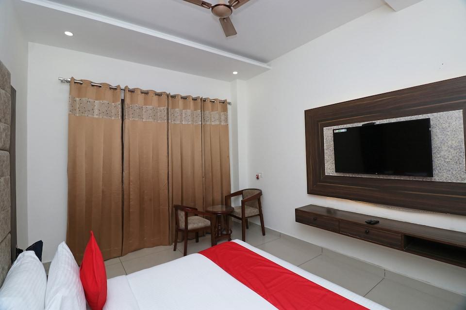 OYO 25076 Omang Hotel