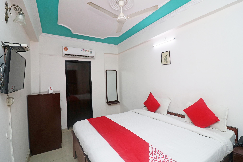 OYO 25115 Hotel Mughal Grand