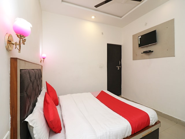 OYO 26160 Hotel Multi Star