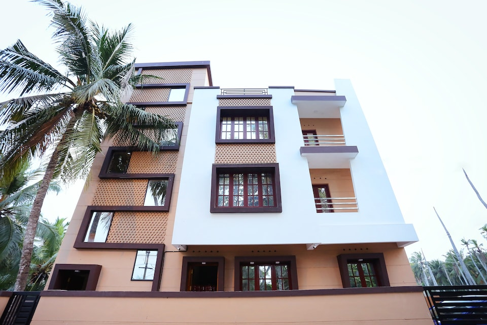 OYO Home 26180 Vibrant 2BHK Near Valiathura Beach