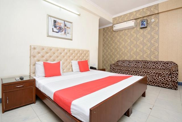 OYO 26594 Hotel Chirag
