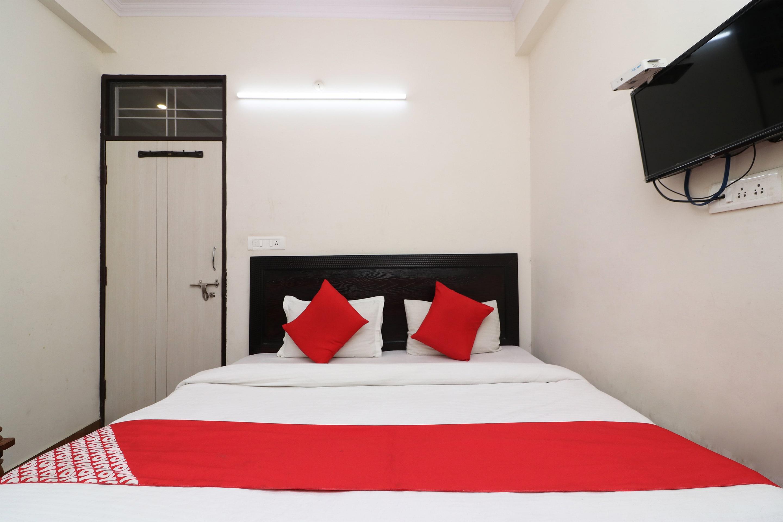 OYO 26649 Hotel Shhalom