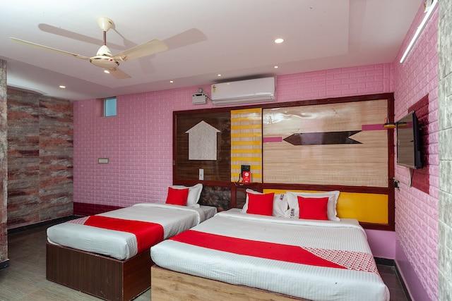 OYO 26735 Hotel Gnanam Residency Suite