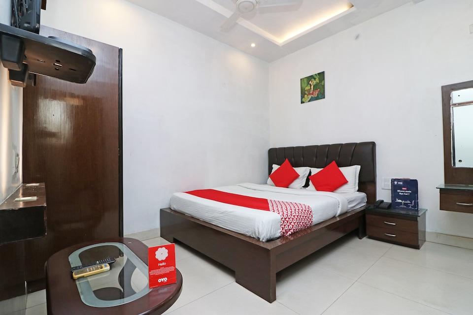OYO 26773 Hotel Satyam Inn