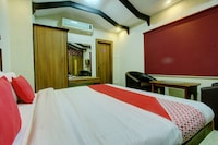 OYO 26797 SS Hotels Suite
