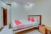 OYO 26807 Hotel Grand