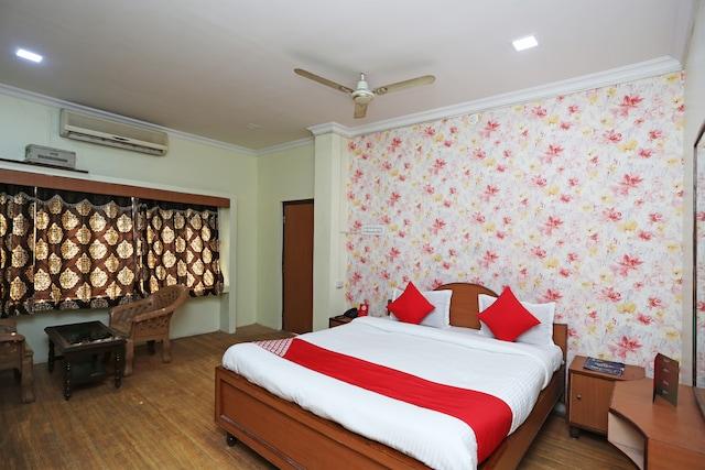 OYO 26808 Shree Ram Residency Deluxe