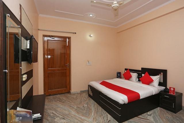 OYO 26823 Hotel Krishna Greens