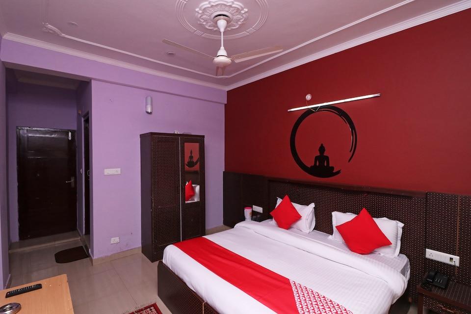 OYO 26831 Mona Residency