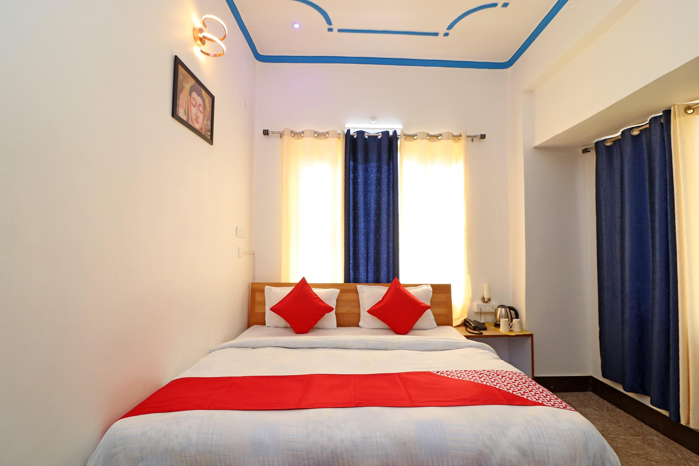 OYO 26832 Hotel Ratnodaya