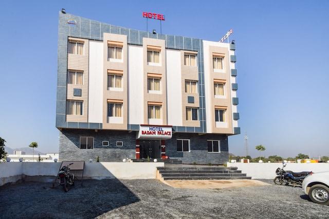 OYO 27014 Hotel Badam Palace