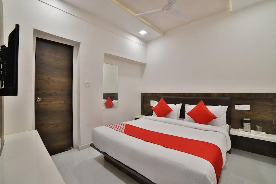 OYO 27031 Hotel Maan Palace