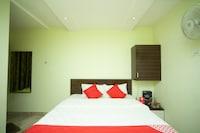 OYO 27032 Sri Kumaran Residency