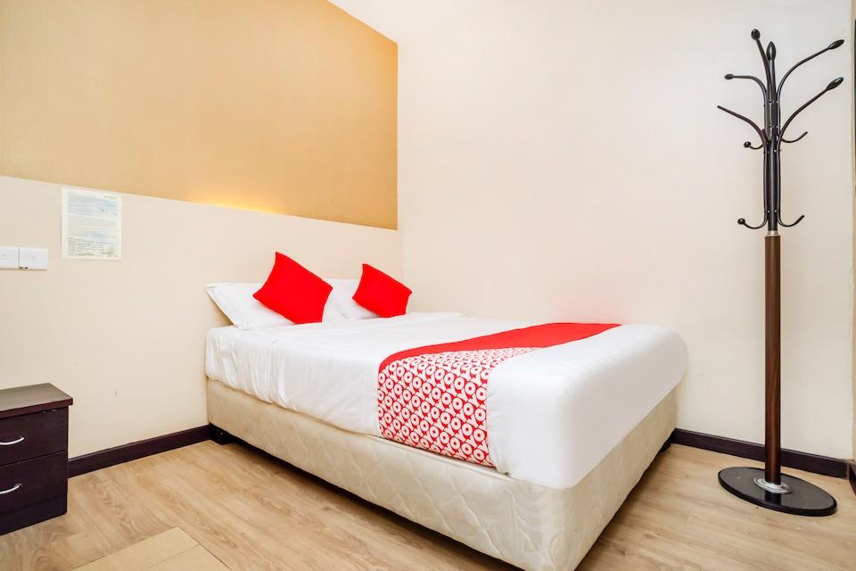 OYO 614 D'Pinetrees Hotel