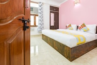 OYO 27599 Delightful Stay Chattarpur