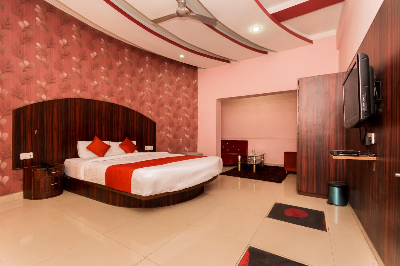 OYO 3276 Hotel Rockstar Suites Room-1
