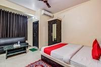 OYO 27698 Hotel Navneet Residency