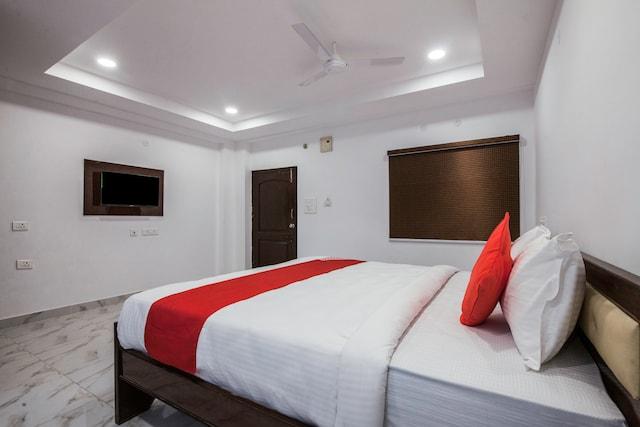 OYO 27720 V Hotel Gachibowli Deluxe