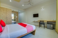 OYO 27740 Anantha Residency Deluxe