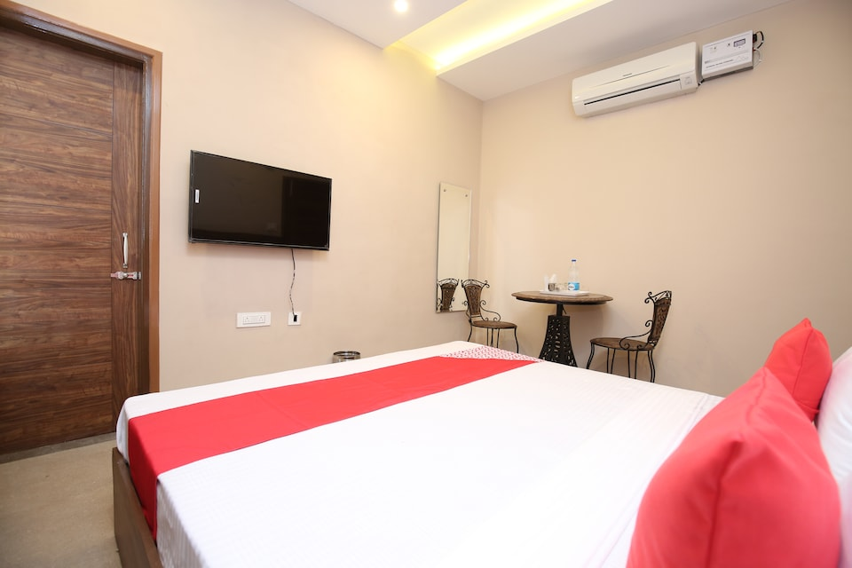 OYO 27743 Hotel Platina