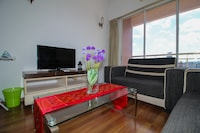 OYO Home 637 Lavish 2BR Casa Mutiara