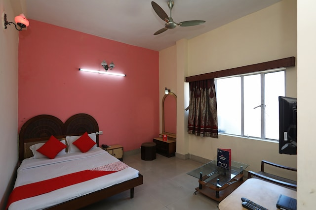 OYO 27783 Hotel Rajmahal Inn