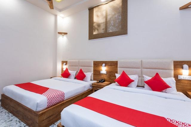 OYO 27789 Hotel D Golden Deluxe