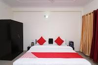 OYO 27818 Hotel Traveller Inn Deluxe