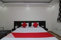 OYO 27823 Hotel Sahib