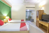 OYO 27830 Hotel Luxury Inn