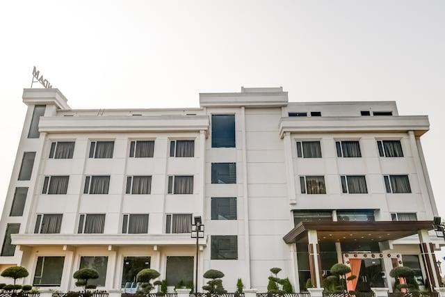OYO 27837 Anandam Club And Resort