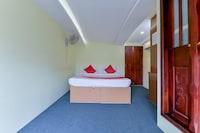 OYO 27850 Elisha Houseboat 9bhk Deluxe