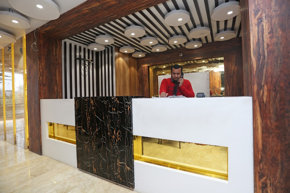OYO 27864 Hotel Samrat