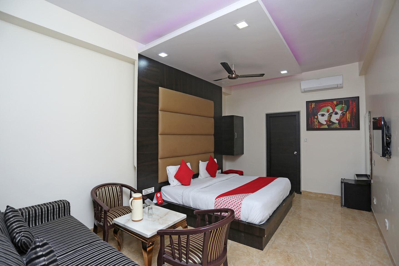 OYO 27864 Hotel Samrat -1