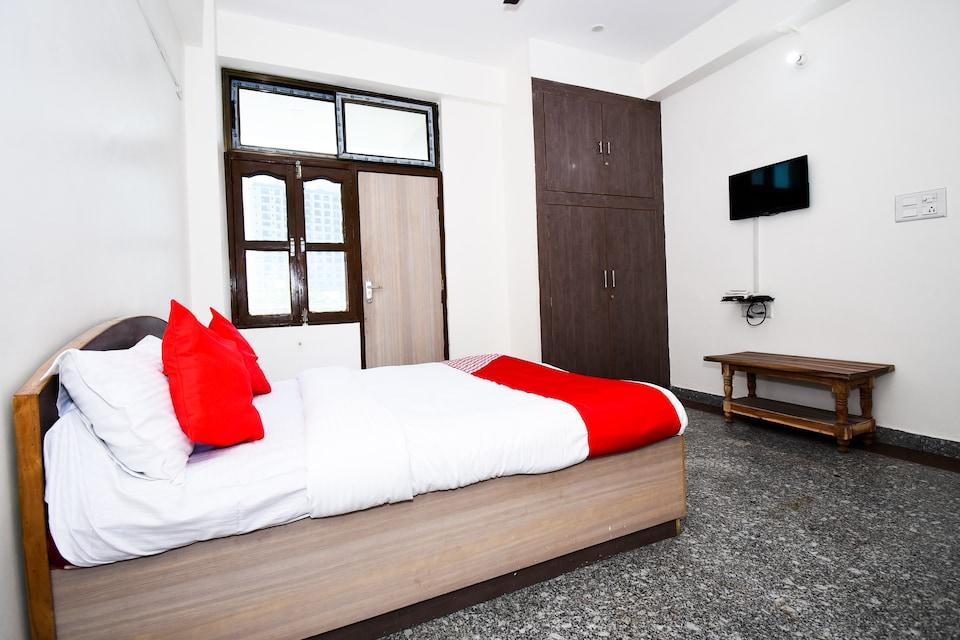 OYO 27876 Hotel Preminn