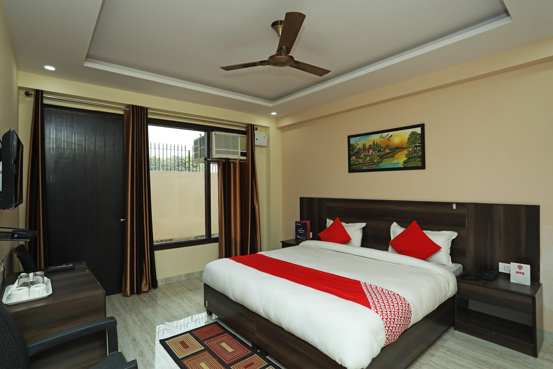 OYO 27890 Bharat Hospitality
