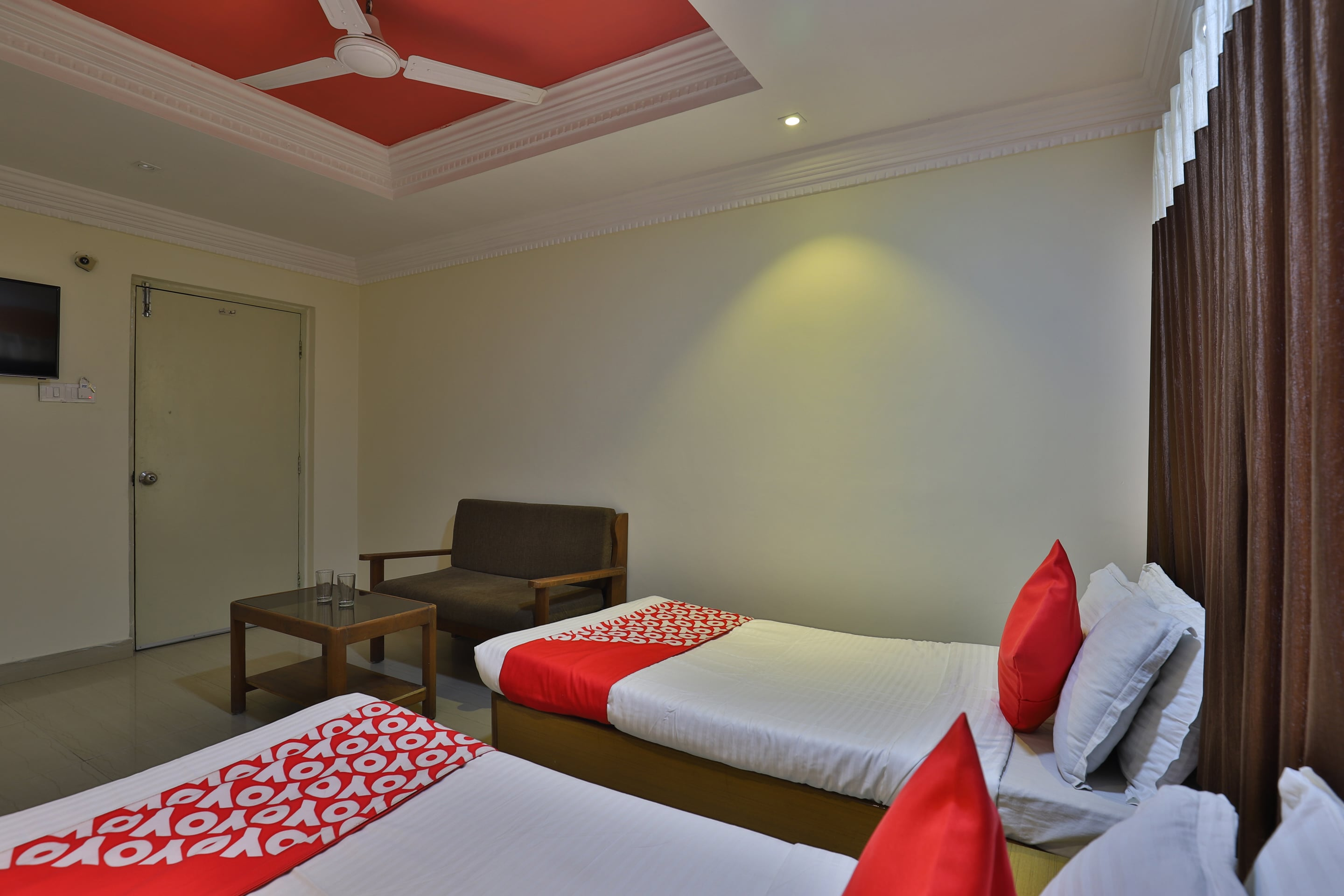 OYO 27897 Hotel The Grand Bansi