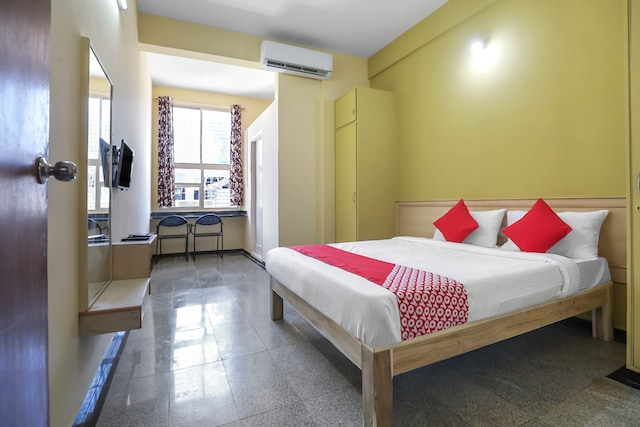 OYO 27943 Transit Hotel