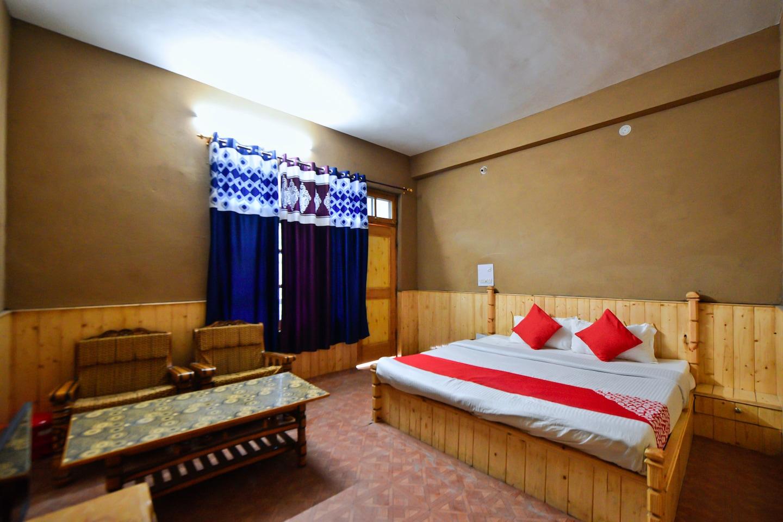 OYO 27987 Hotel Veer -1