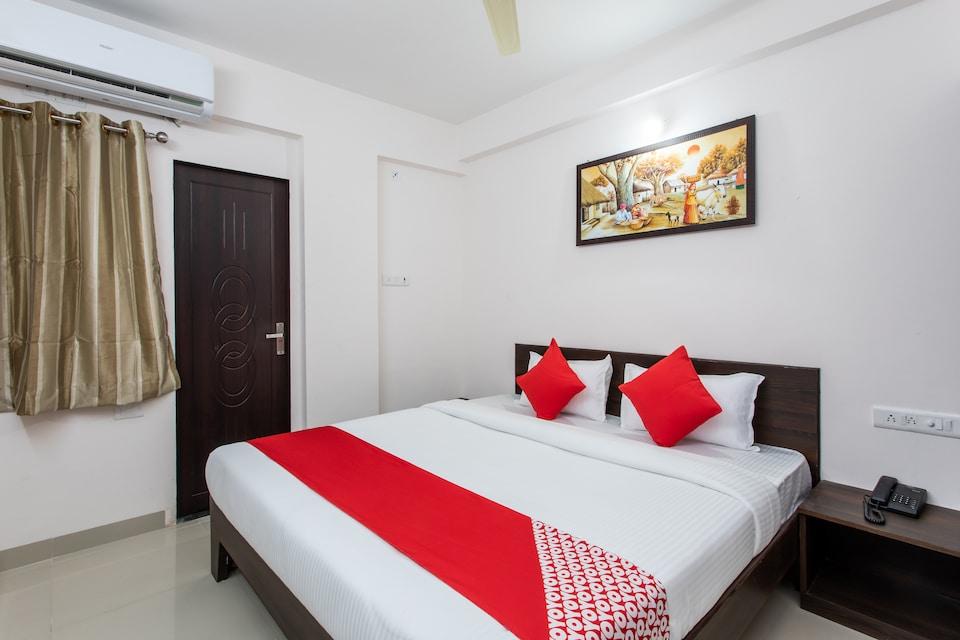 OYO 27993 Hotel Anushree