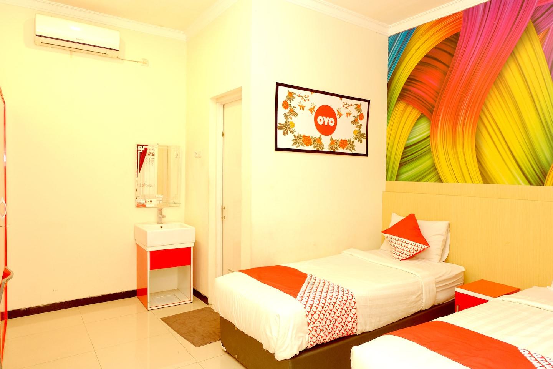 OYO 351 Syariah Guest House Karanglo -1