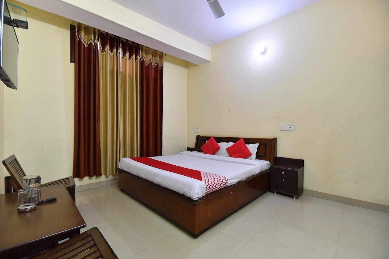 OYO 28027 Hotel Dhruv -1