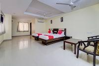 OYO 28033 Pradha Grand